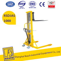 REACH 1000kg straddle legs manual stacker