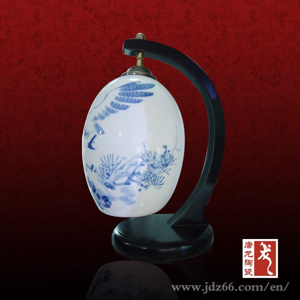 Handpainted design high quality blue and white porcelain bedroom lamp for home decor