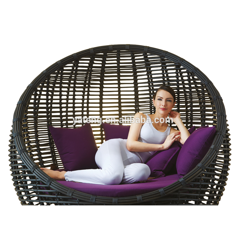 de forme ronde en rotin canap en plein air meubles pas cher chaises longues chaise pliante id. Black Bedroom Furniture Sets. Home Design Ideas