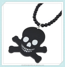 Black plated acrylic skull hip-hop jewelry skull and crossbones necklace