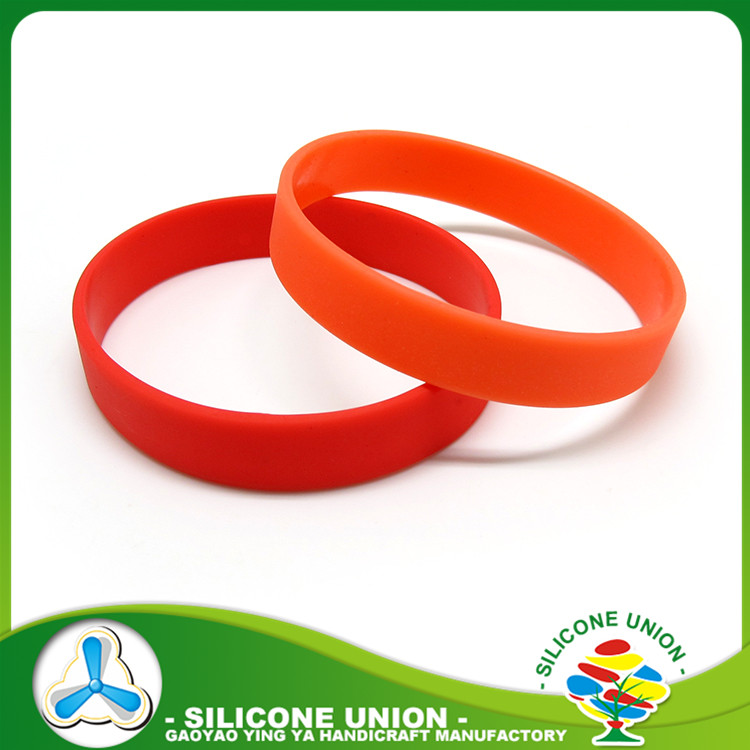wholesale durable customized solid color personalized rubber bracelets cheap