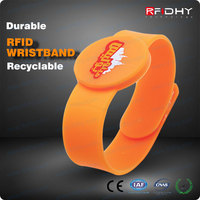 Top selling 13.56mhz chip wristband silicon wrist band with rfid