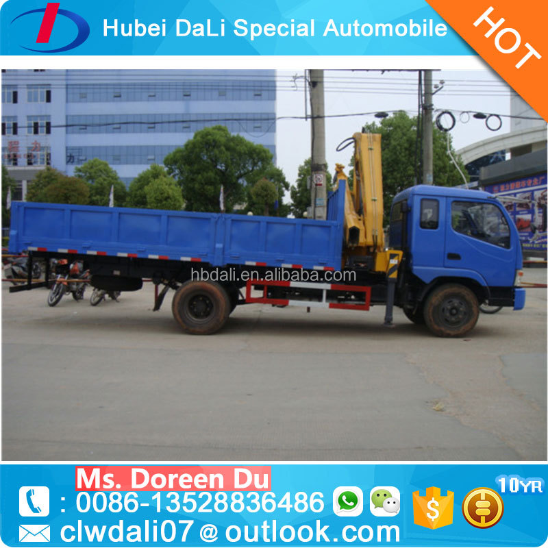 Lorry mounted crane with folding arm