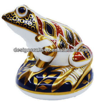 Royal Crown Derby Animal Paperweight of Frog Shaped