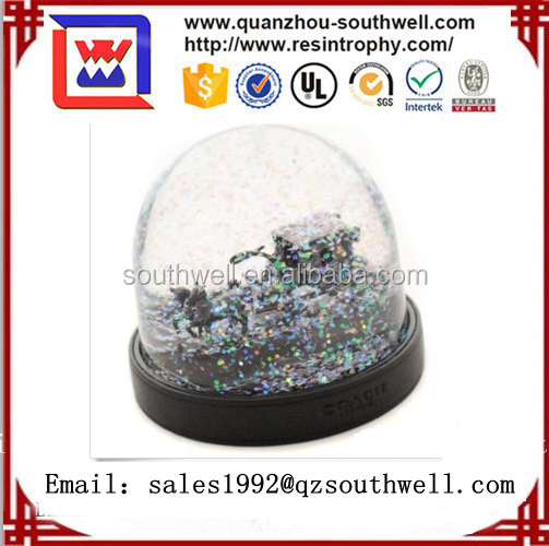 2017 New Product Resin Snow Globe