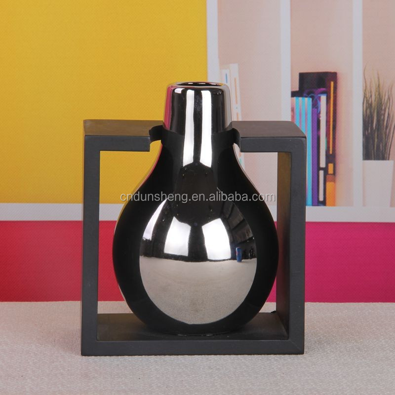 Urban Trends Ceramic Decorative Silver Vase with wooden