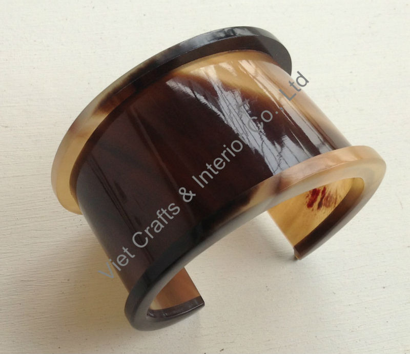 Opened buffalo horn cuff, natural honey color, wide 4.5cm, internal 66mm