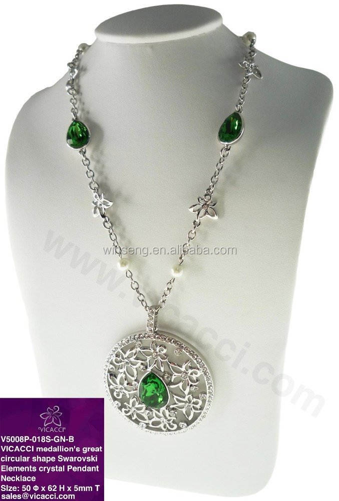 VICACCI Medallion's Great Circular Shape Pearl Pendant Necklace with <strong>Crystals</strong> from SWAROVSKI