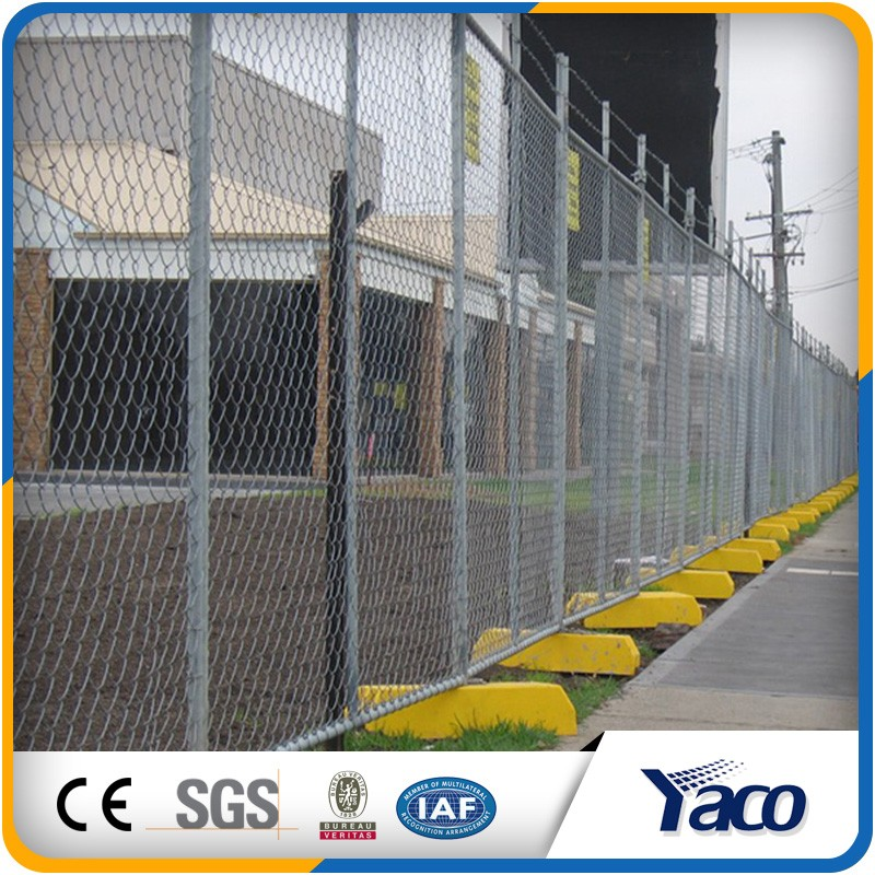 At fixed low price plastic feet temporary fence stands concrete