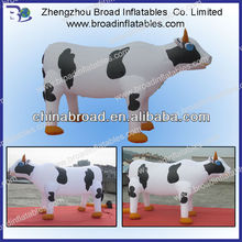 2013 hot selling lifelike giant inflatable cow for promotion with logo