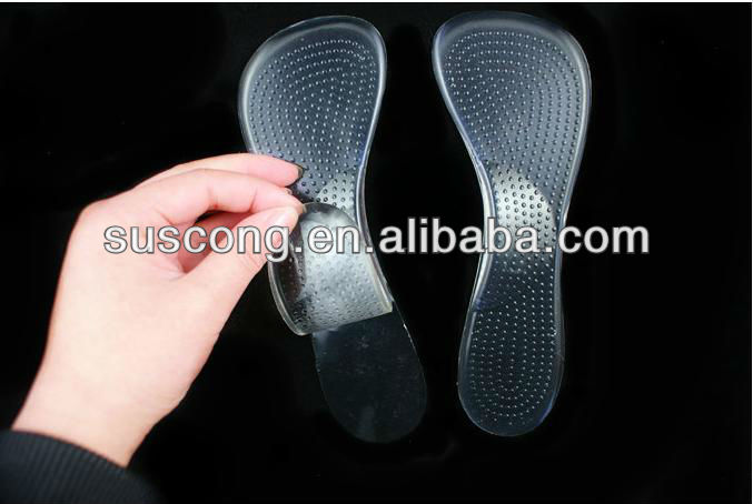 Arch cushioned massaging insole