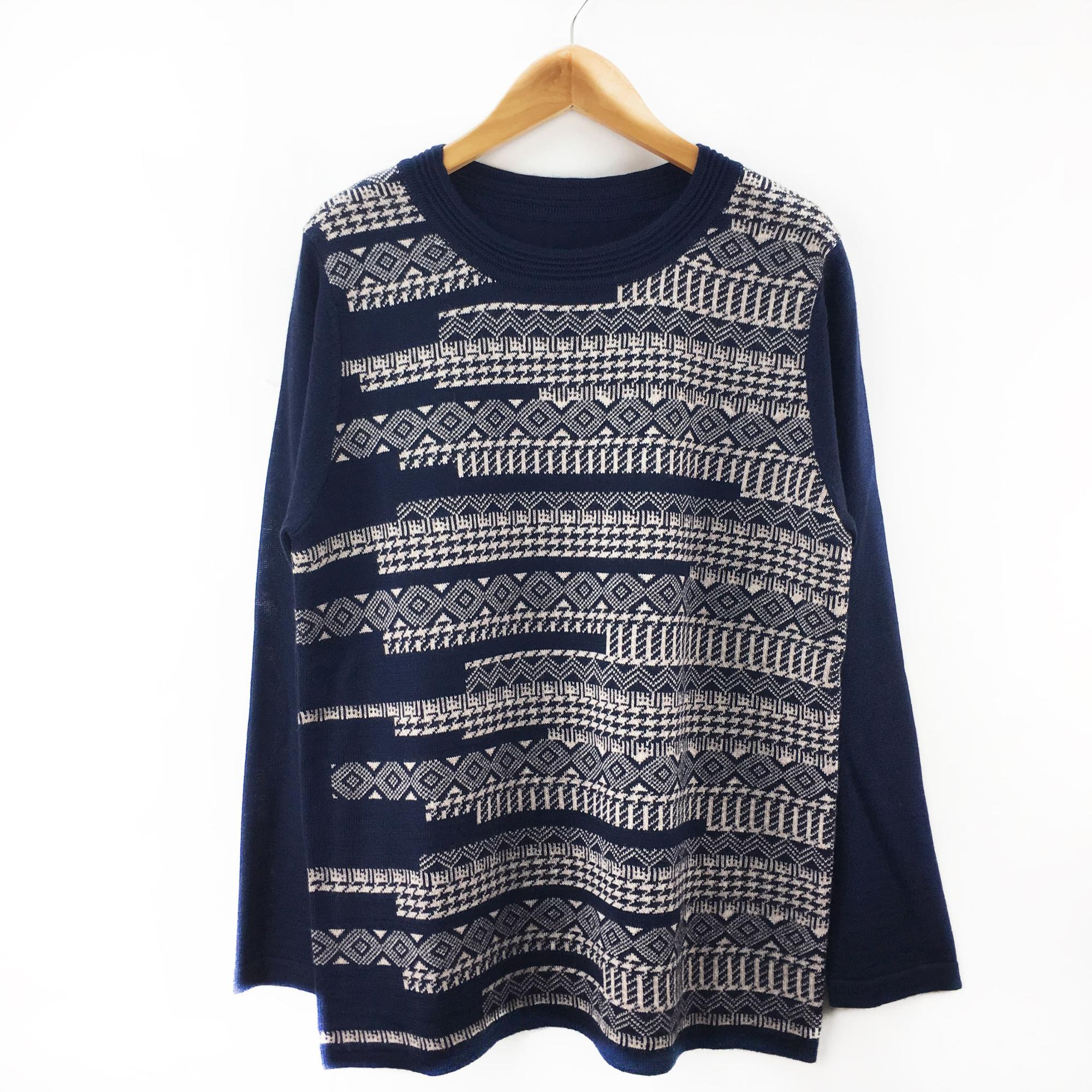Women's round neck white and blue striped knitting pullover sweater