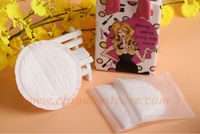 pregnant girl use disposable breast nursing pads