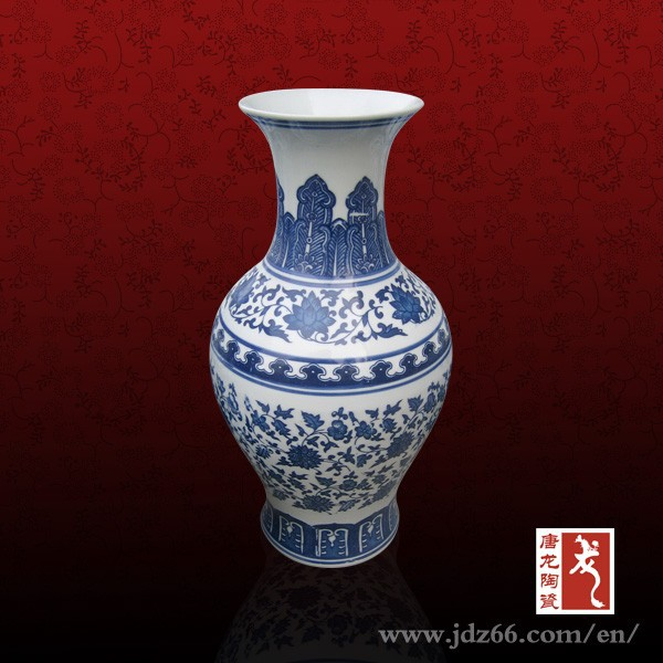 Ming and Qing dynasty blue white imitation antique vase