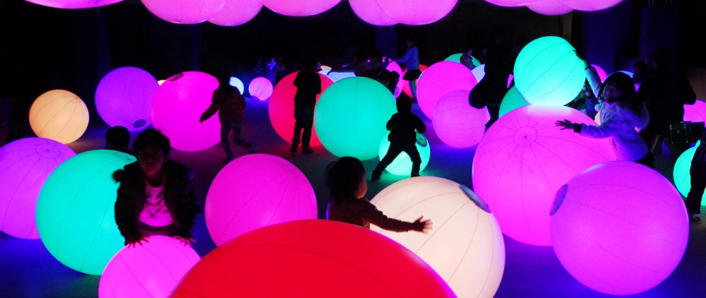 Newest inflatable balloon with 16colors LED inside on stage