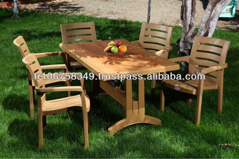 plastic garden table w,th wood decor