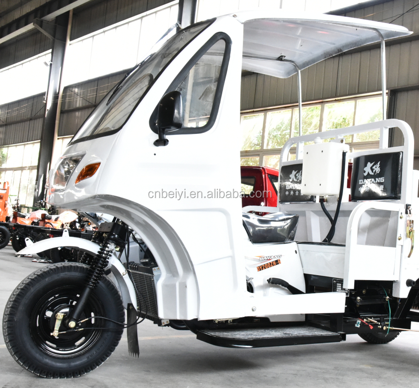 New style three wheeled water cooled motorcycle motorized ice cream cargo tricycle cabin tricycle with enclosed cargo box