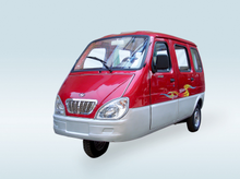 China Enclosed 3 Wheel Motorcycle Auto Bajaj Tuk Tuk with 4 Passenger Seats