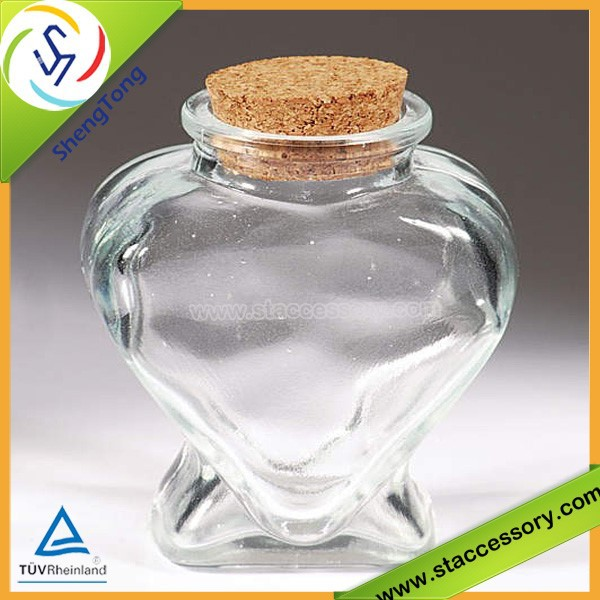 2015 new design heart shaped glass bottle with cork