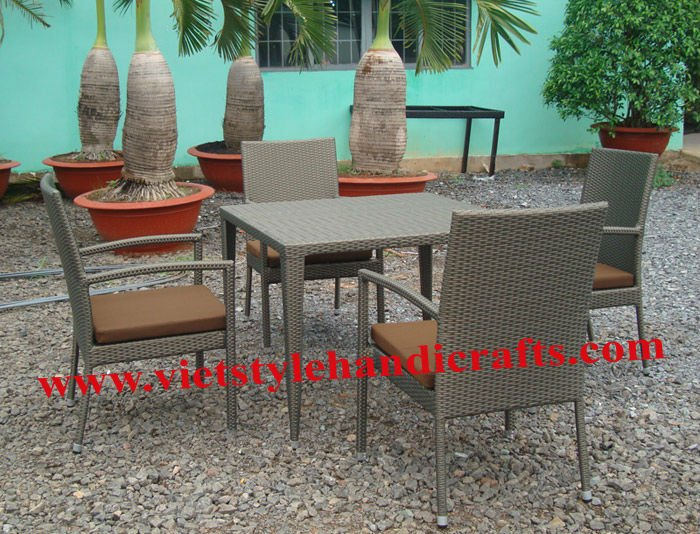 Poly rattan dinning set ( 4 chair , 1 table with glass )
