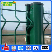 Welded wire mesh fence with peach type column