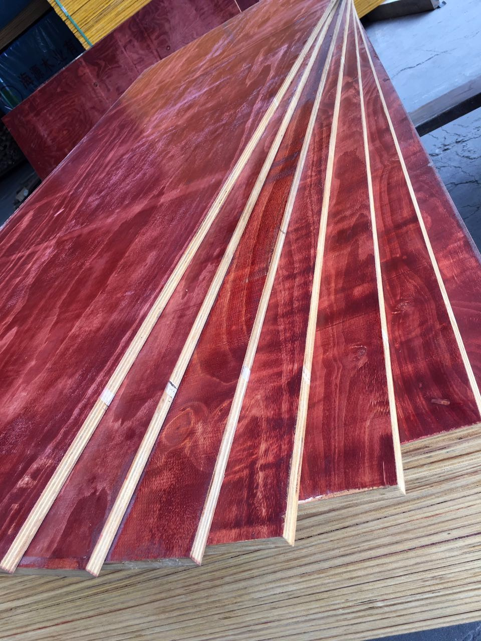 China manufacture red 16mm film faced waterproof Plywood eucalyptus core /lumber/timber on factory prices
