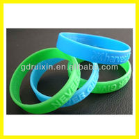 2013 hot alibaba embossed silicone bracelets with cheap price