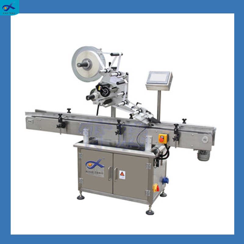 Automatic high speed flat bottle adhesive sticker labeling machine