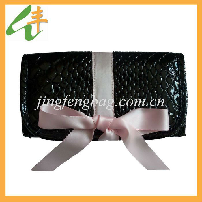 2014 fashion design pu polka dot folding makeup bag