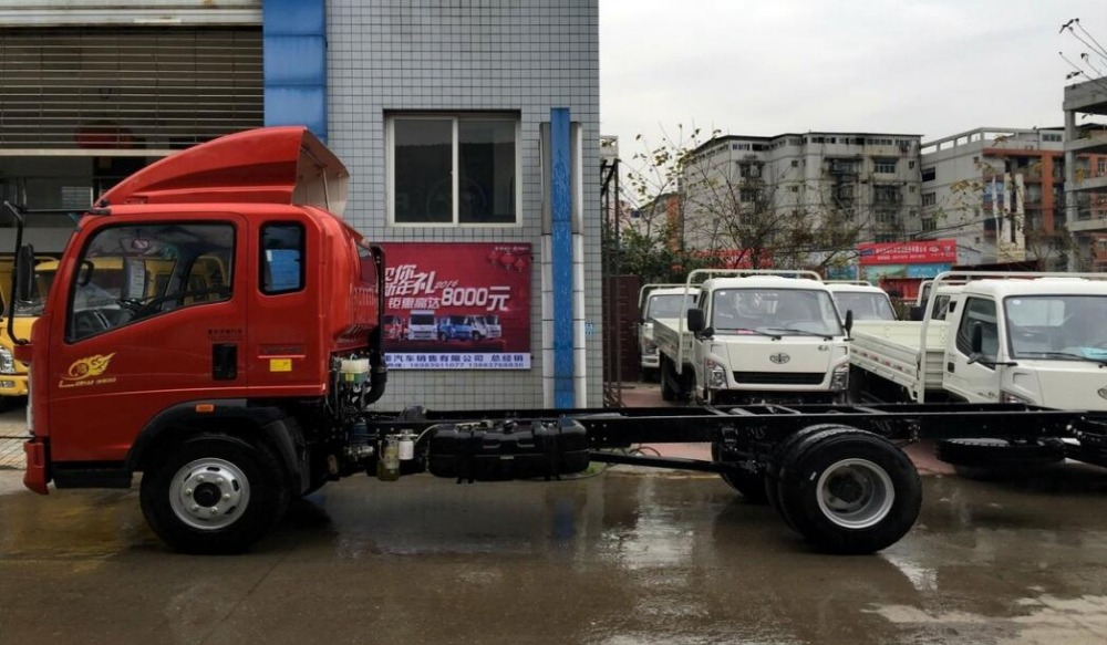 High Quality !SINOTRUK HOWO 5Ton Light truck chassis