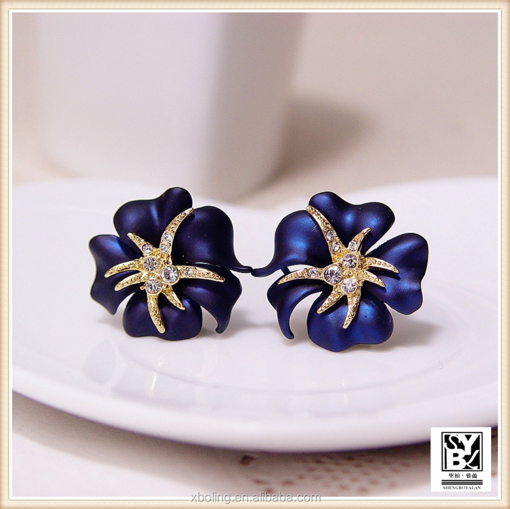 <strong>Fashionable</strong> women's violet shape diamond earring with copper suit for any occasion