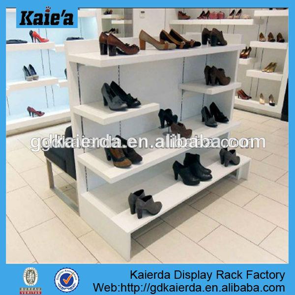 affichage tag re chaussures en bois dessins pr sentoir de chaussures en bois conceptions. Black Bedroom Furniture Sets. Home Design Ideas