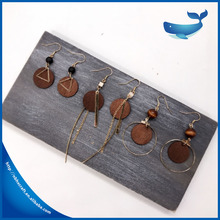 Hot sales deep red color wooden earrings round shape