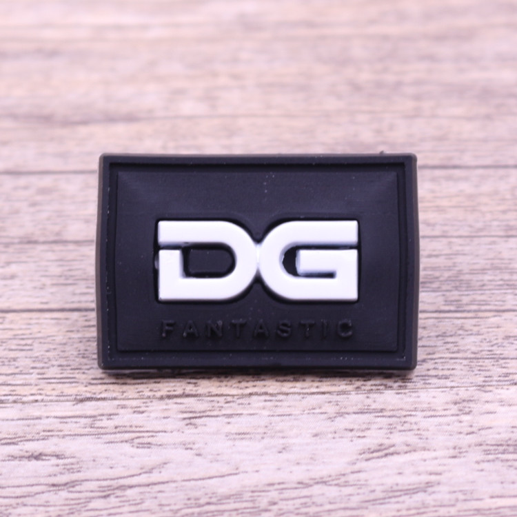 Manufacturer custom low price small plastic embossed logo rubber label