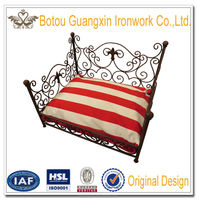 Factory direct sale Metal Frame Pet Dog Bed Supply and Manufacturer Wholesale Iron Pet Bed Luxury dog bed