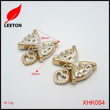 Cheap plastic gold butterfly heart pendant shoe buckle
