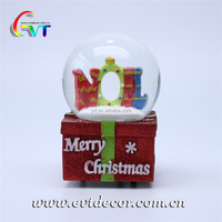 Custom made glass christmas snow globe souvenir with resin letter decoration