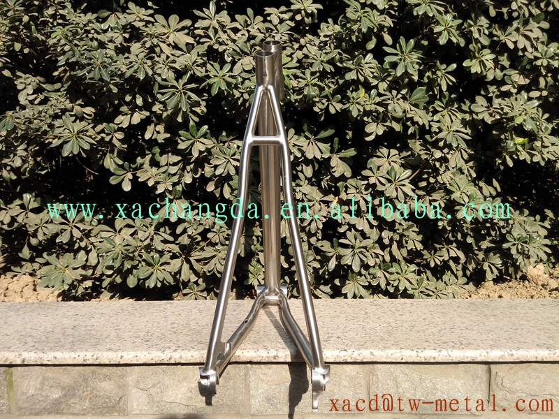 Titanium MTB bike frame with post mount brake and taper head tube MTB bike frame