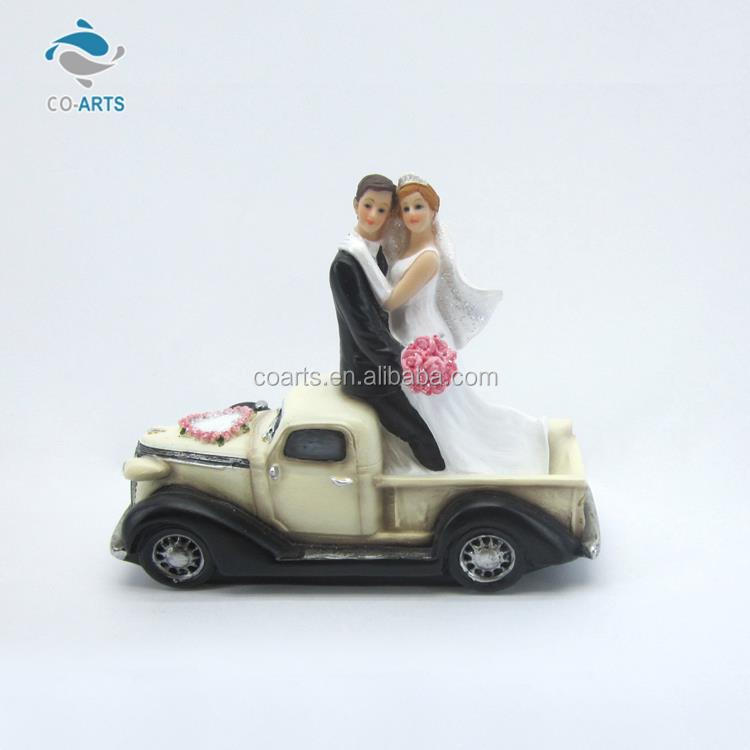 Charming design CO-ARTS sweet couple resin craft table top gift items