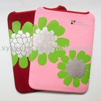 Neoprene laptop sleeve with flowers printing