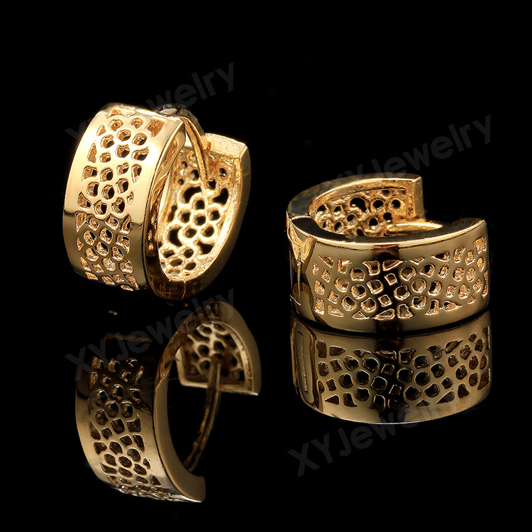 J type gold earrings ~ beautify themselves with earrings