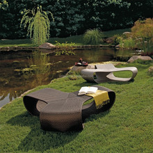 Unique triangular outdoor bench furniture with all-weather PE rattan covered cheap wicker chair