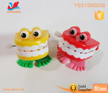 New arrival plastic wind up spring jumping toy big mouth toys chatter teeth toy
