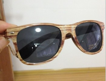 customized logo high quality PC frame wood look simulated wood bamboo sunglasses DLR6014