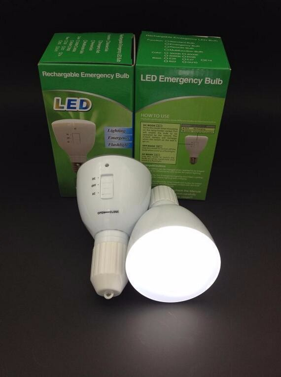 LED Magic bulb with remote controller ,White Emergency Light with Rechargeable Built-in Battery E27 Lamp