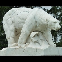 China factory carved cheap and best white marble stone bear sculpture