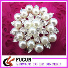 Custom China wholesale fashion wedding cheap rhinestone pearl brooch pin in bulk