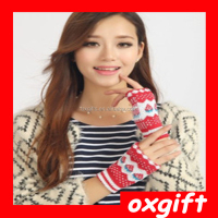 OXGIFT Modern design popoular warm durable strawberry cheap wool gloves cute gloves glove