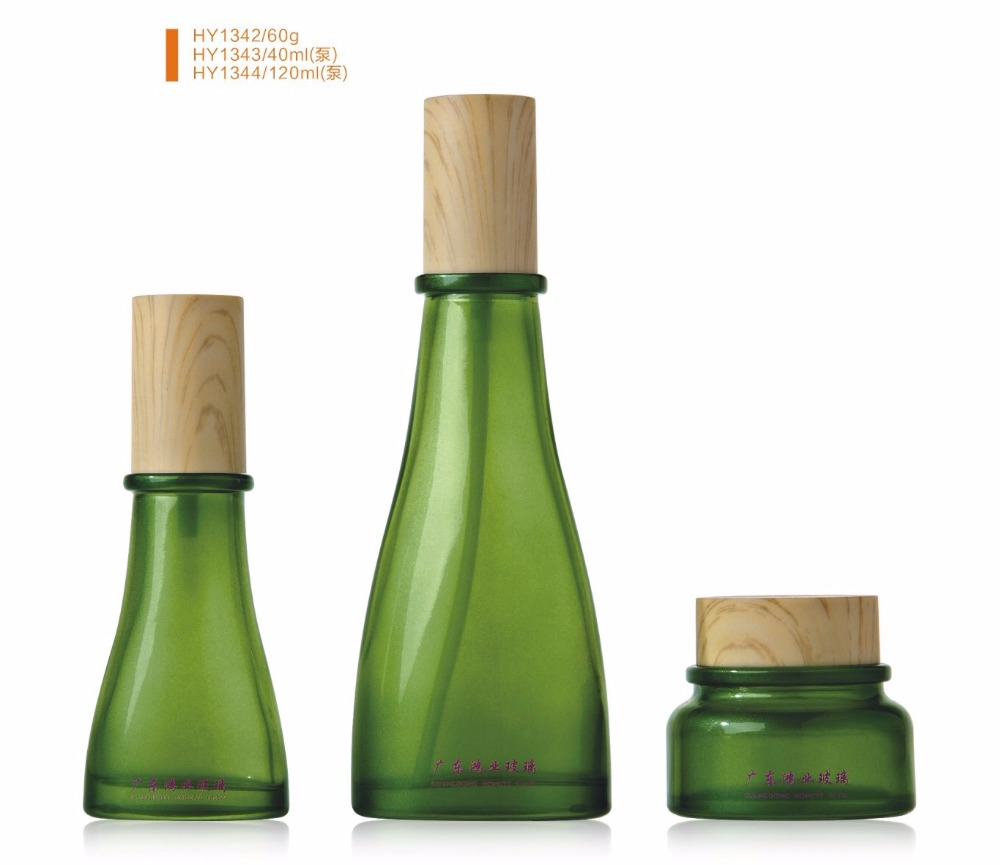 Luxury packaging green color empty cosmetic sets spray glass bottle with pump HY1342