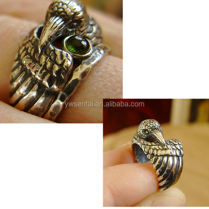 fashion jewelry antique bronze animal head raven ring with green crystal
